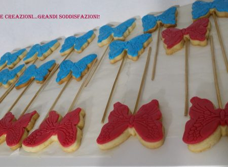 Biscotti di frolla decorati con pasta di zucchero