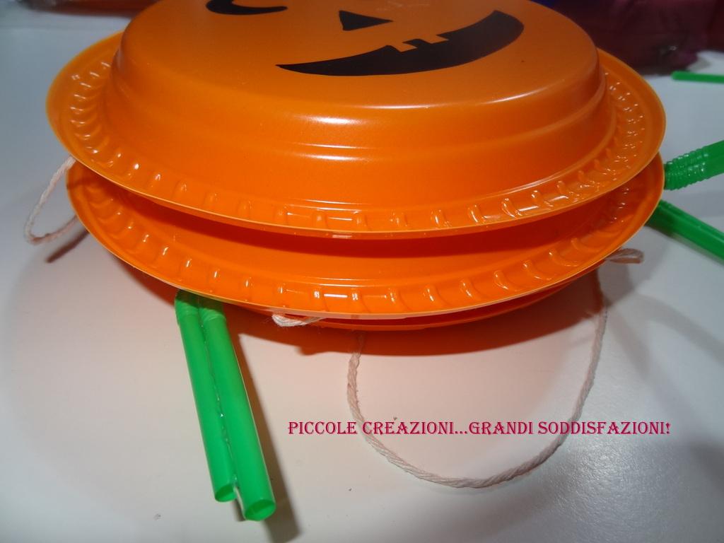 Festone zucca con piatti e cannucce di plastica piccole - Piatti plastica ikea ...