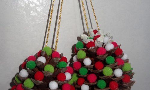 Pigna di Natale coi pon pon