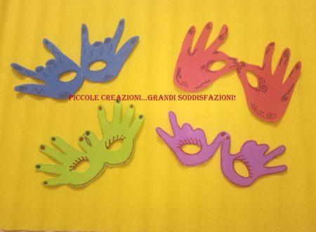 Mascherine di carnevale con le impronte delle mani