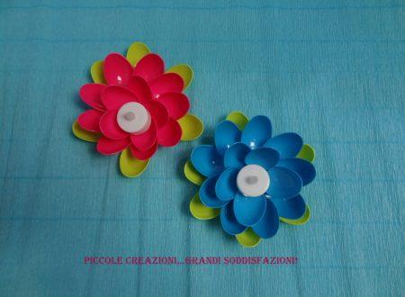 Fiore portacandela con cucchiai di plastica