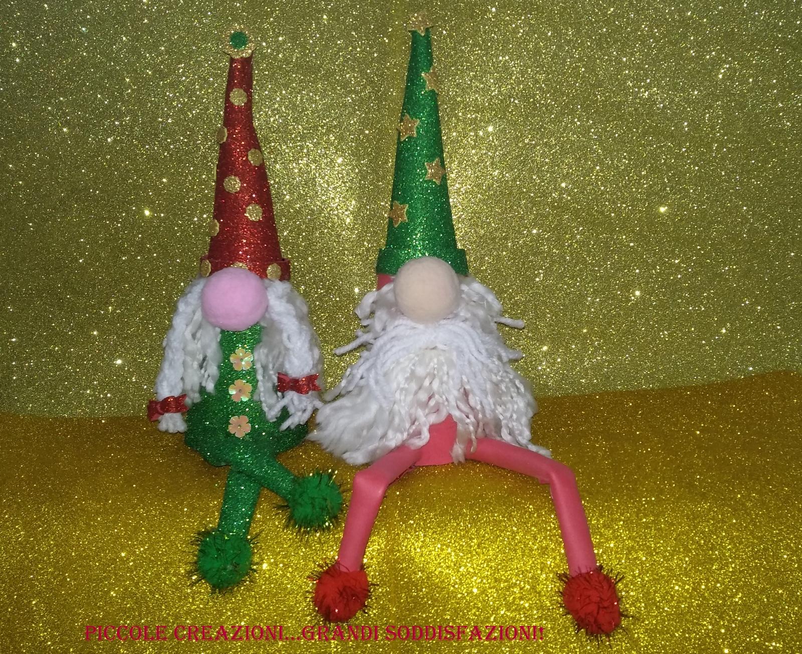 Gnomi natalizi con coni di polistirolo