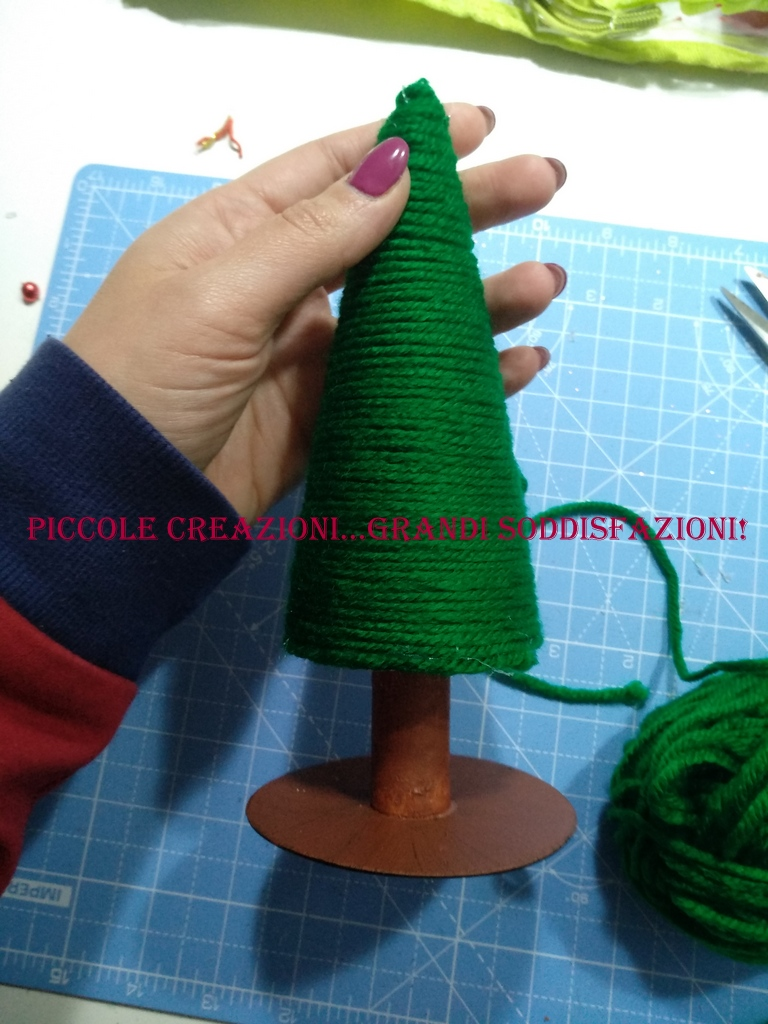 Alberelli di coni di polistirolo e lana