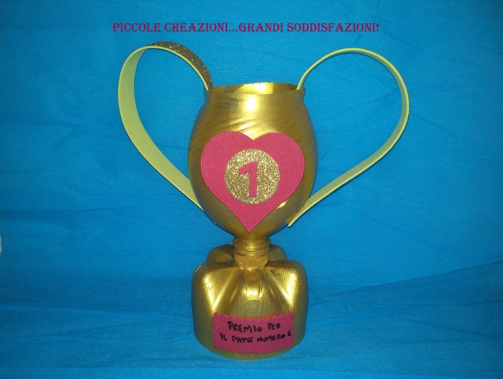 Bricolage Con Bottiglie Di Plastica.Trofeo Per La Festa Del Papa Con Bottiglia Di Plastica