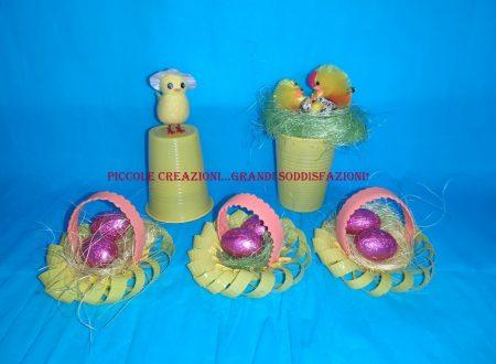 Cestini di Pasqua con i bicchieri di plastica