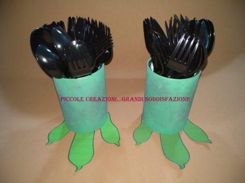Zampe di dinosauri con barattoli di pelato