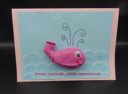 Biglietto di auguri con palloncino-balena