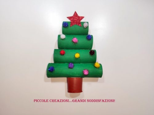 Albero di Natale con rotoli di carta