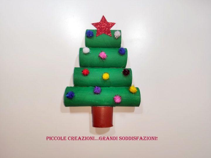Alberi Di Natale Di Carta.Albero Di Natale Con Rotoli Di Carta Piccole Creazioni