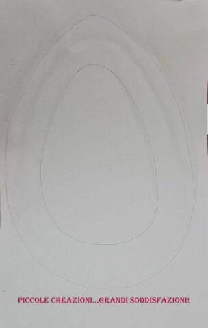 Uovo di cartone e carta crespa